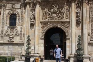 Visitando San Marcos, una joya arquitectónica que prepara el corazón para disfrutar de la gastronomía leonesa.